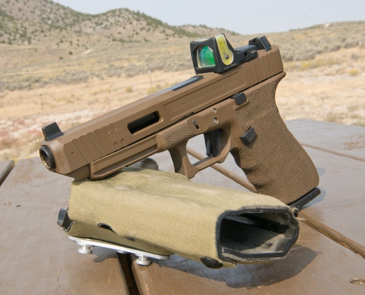 outdoorhub-concealing-a-pistol-with-a-red-dot-sight-2015-09-28_18-27-29-742x600