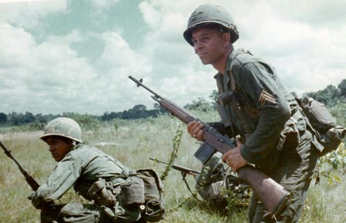 US soldiers in the Vietnam war with M14s